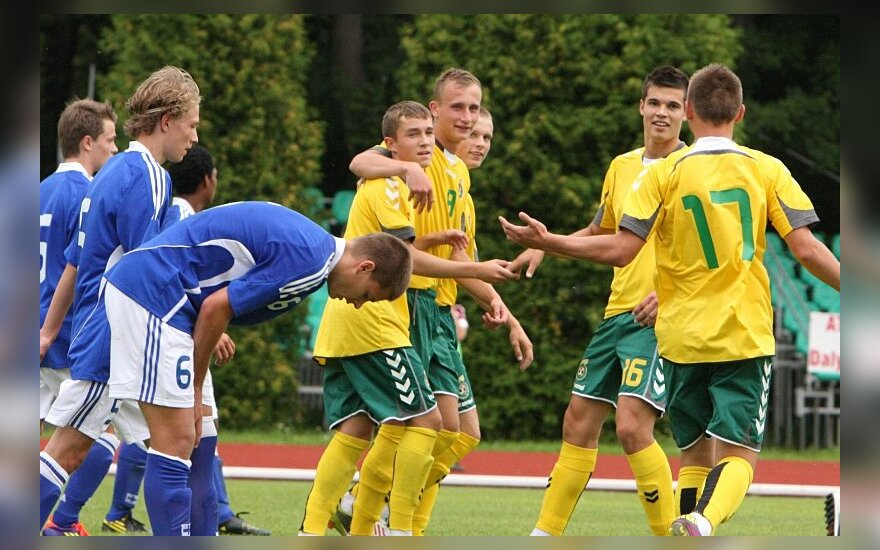 Lietuvos U18 rinktinės futbolininkai džiaugiasi įvarčiu