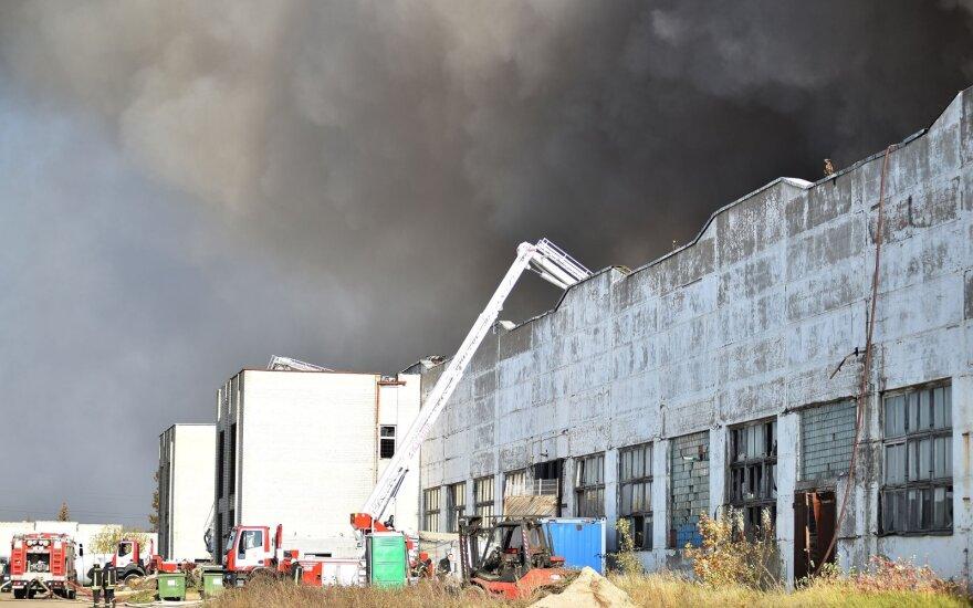 Padangų importuotojų organizacijos vadovė apie gaisrą Alytuje: visuomenė praranda pasitikėjimą atliekų perdirbėjais