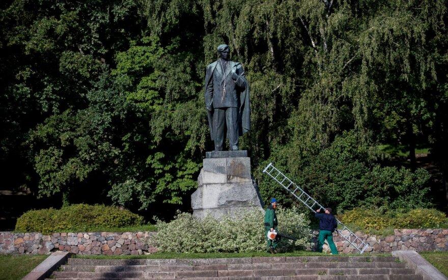 Sostinės politikai apsisprendė: Cvirkos paminklas bus nukeltas