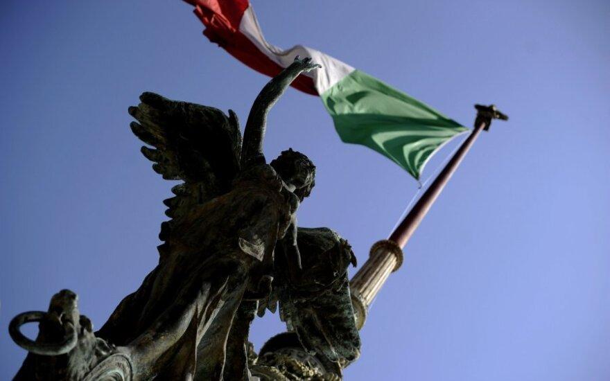 Italijos ekonomikos minisras atmeta pasitraukimą iš euro zonos