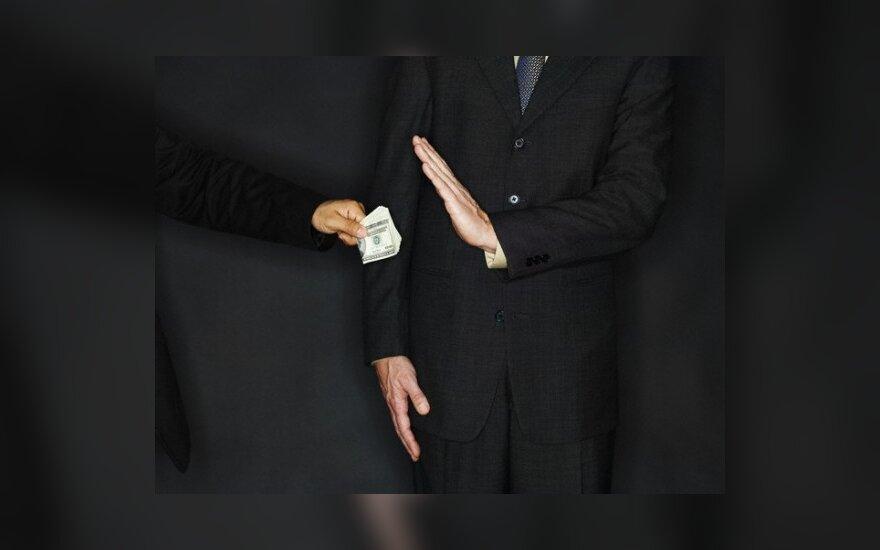 Kyšininkavimu kaltintiems dviems Šiaulių politikams - po 4 metus nelaisvės