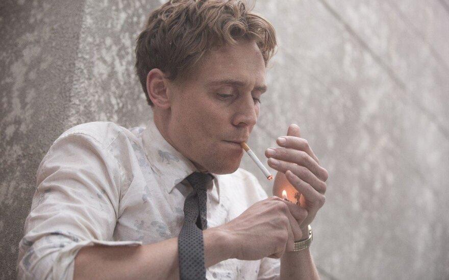 """Tom Hiddlestone filme """"Aukšta klasė"""""""