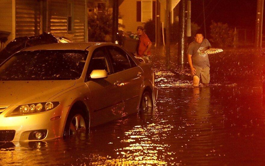 """JAV Rytų pakrantę pasiekęs uraganas """"Florence"""" susilpnėjo"""