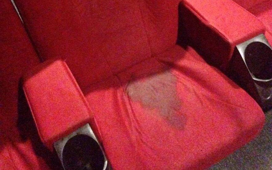 Incidentas kino teatre sukėlė šoką: ant kokių kėdžių mes sėdime?!