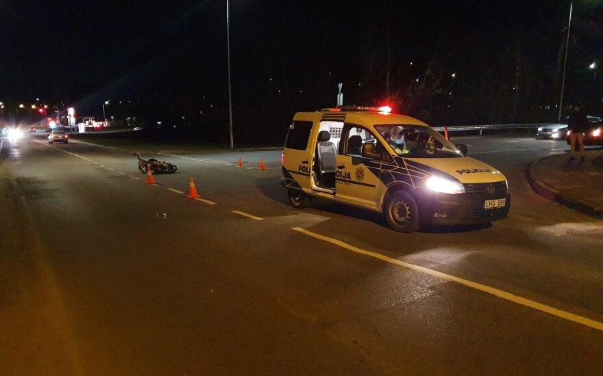 Dar viena nelaimė Vilniuje: susidūrė BMW ir motociklas