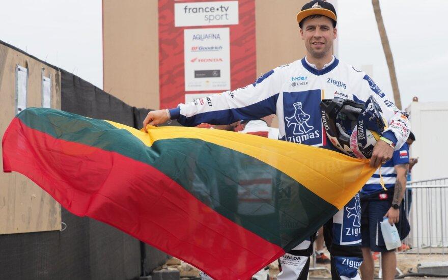Arūnas Gelažninkas ant Dakaro ralio starto podiumo