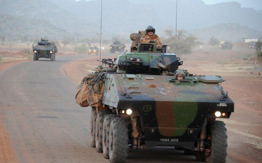 Tarptautinėje bazėje Malyje sprogus automobiliui sužeisti šeši kariai