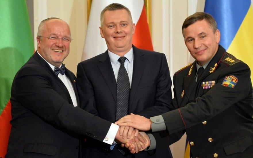 Lietuvos, Lenkijos ir Ukrainos gynybos ministrai – Juozas Olekas,  Tomaszas Siemoniakas ir Valerijus Heletejus