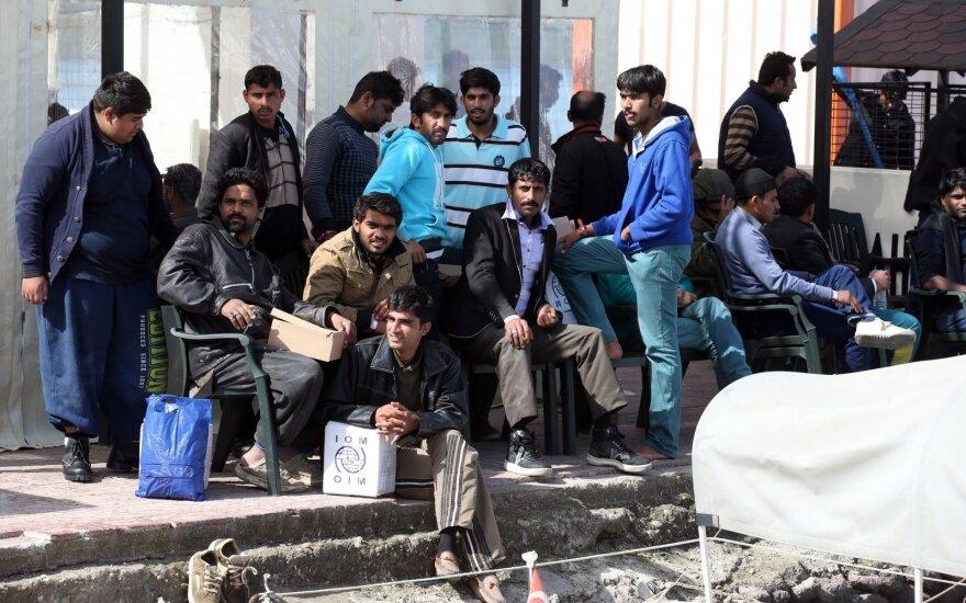 Turkijos pareigūnai ir toliau šaudo į pabėgėlius, bandančius kirsti sieną