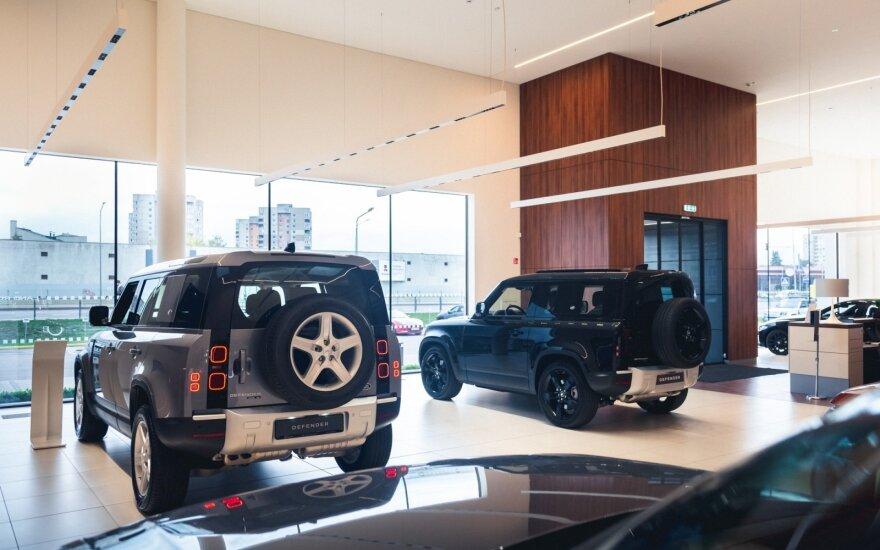 """Lietuvoje – unikali proga susipažinti su vienu iš pirmųjų pagamintų """"Land Rover Defender 90"""""""