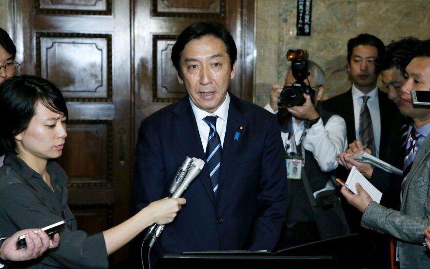 Atsistatydina į skandalą papuolęs Japonijos ministras: rinkėjus lepino melionais ir krabais