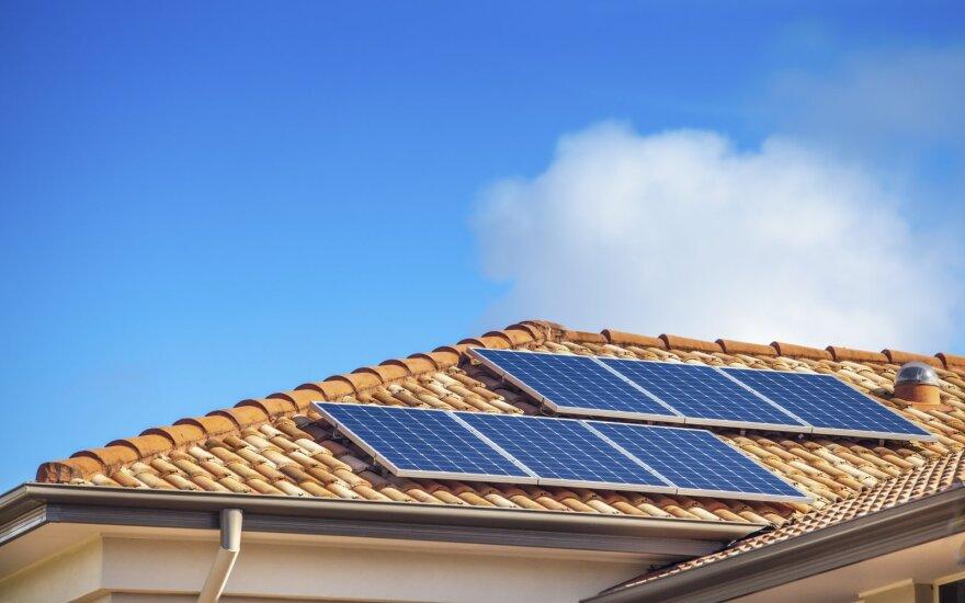 Mokslininkai sukūrė pigią ir ilgaamžę bateriją, kuri padės sumažinti saulės energijos kaštus