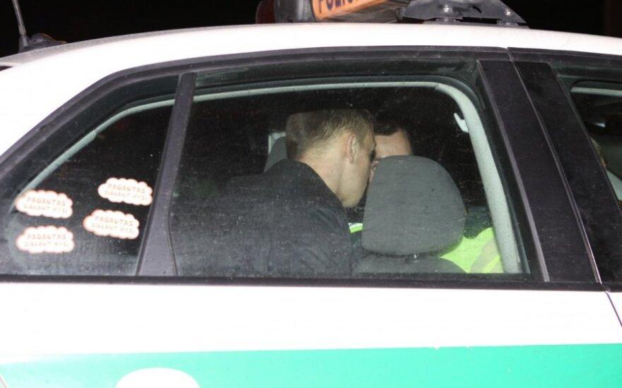 Vilniuje, Žirnių g., girtas VW Passat savininkas pasipriešino policijai