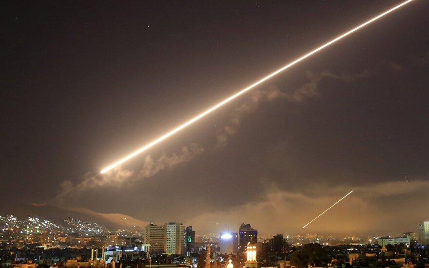 Europos lyderiai palaiko raketų smūgį Sirijai, Kinija – prieš