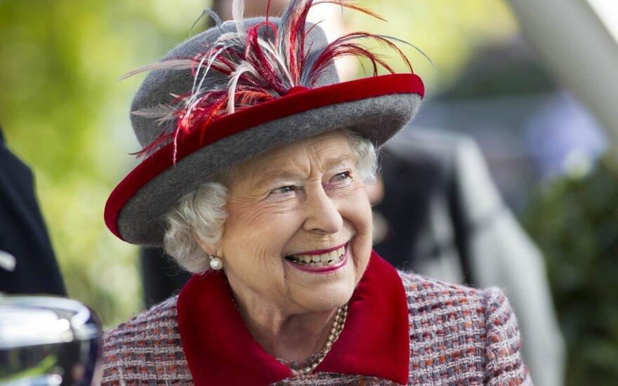 Žalingas karalienės Elžbietos II įprotis, kuris kelia nerimą daugeliui