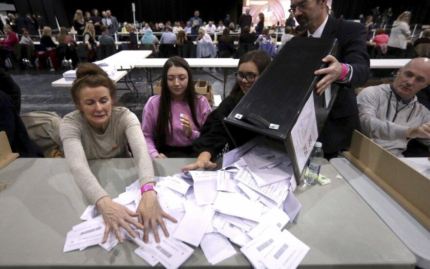 Europos žiniasklaida po išankstinių JK rinkimų prognozuoja maišatį