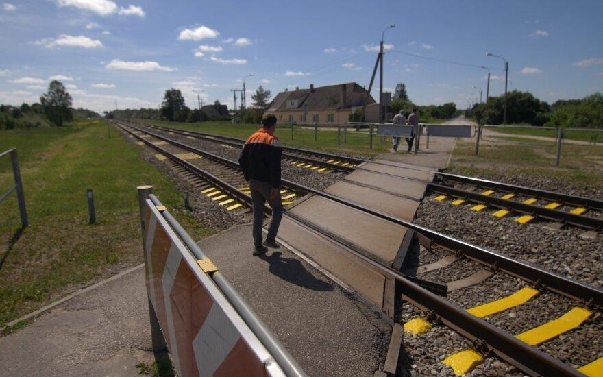 Naujos saugumo priemonės geležinkelių pervažose