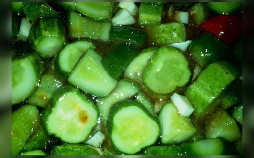 Paprikų ir medaus skonio marinuoti agurkai