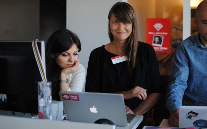 Merginų mokykla: užduotis – iš vyrų perimti programavimą