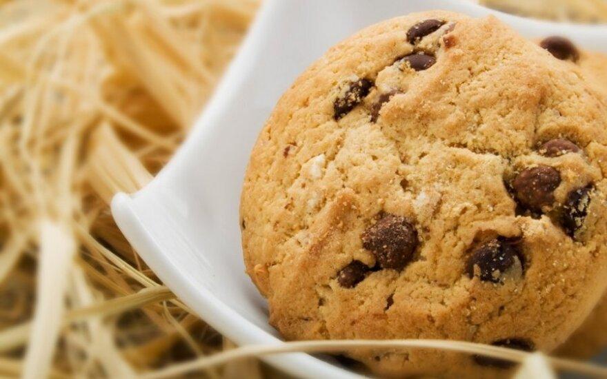 Gardūs sausainiai su graikiniais riešutais ir šokoladu