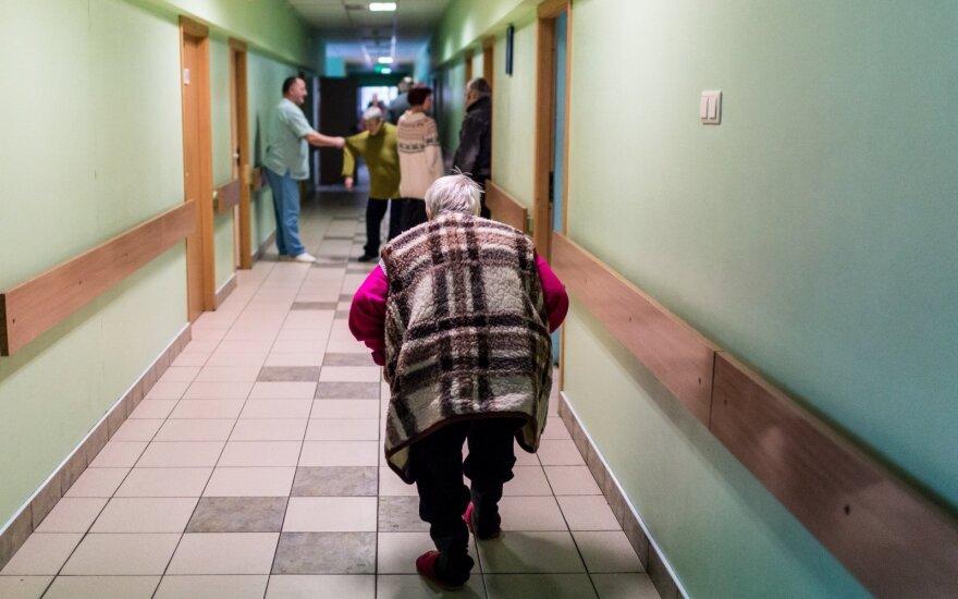 """Kauno kolegijos dėstytoja pribloškė studentus: per paskaitą kalbėjo apie privalomą """"nenaudingų senelių"""" eutanaziją"""