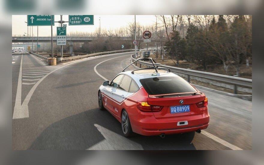 """Šiuo metu """"Baidu"""" bando autonomiškus automobilius BMW pagrindu"""