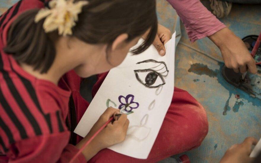 mergaitė, piešinys, vaikas, dailė