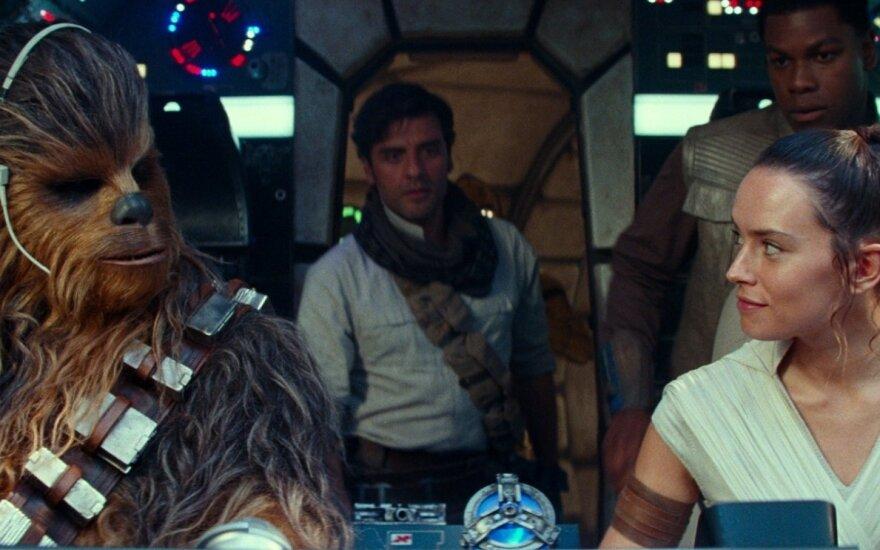 """Kadras iš filmo """"Žvaigždžių karai. Skaivokerio iškilimas"""""""