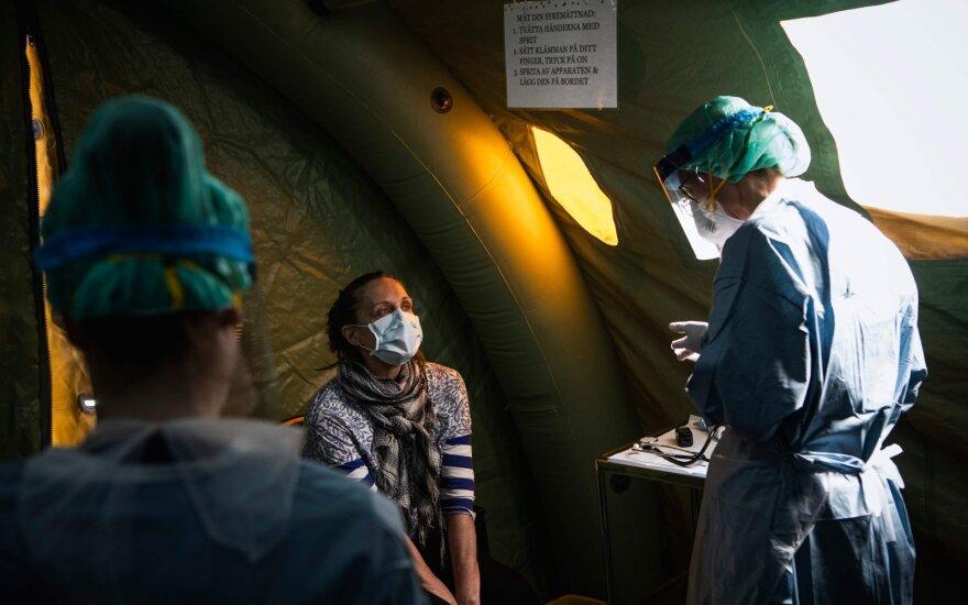 Palapinėje prie Stokholmo ligoninės vyksta COVID-19 testavimas
