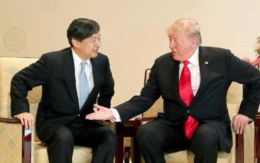 Trumpas tapo pirmuoju užsienio lyderiu, susitikusiu su naujuoju Japonijos imperatoriumi