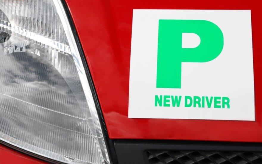 Siūloma vairavimo mokymų trukmę prailginti iki 1 metų