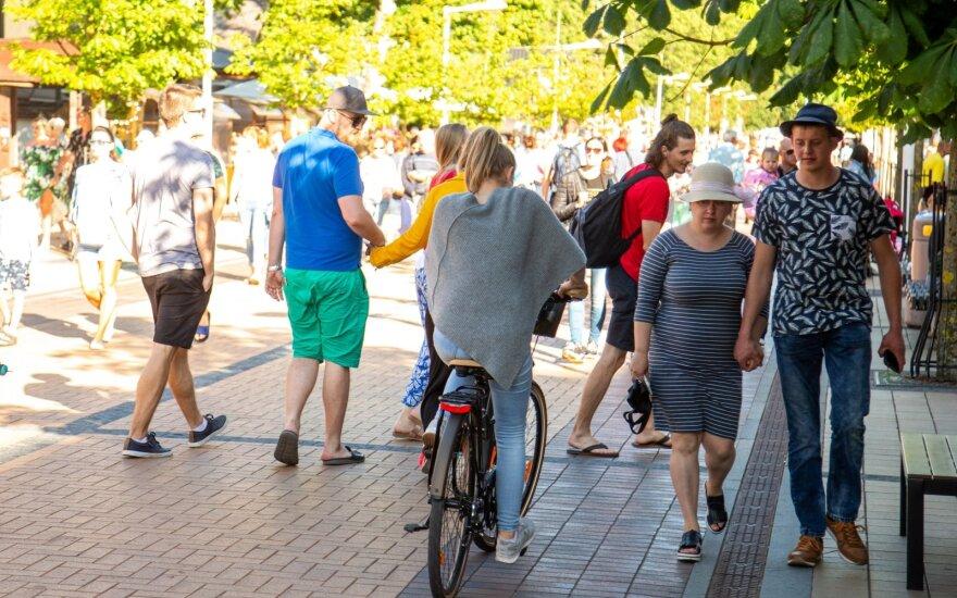 Taisyklė, kuri gali padėti išvengti traumų – kaip teisingai kristi nuo dviračio?