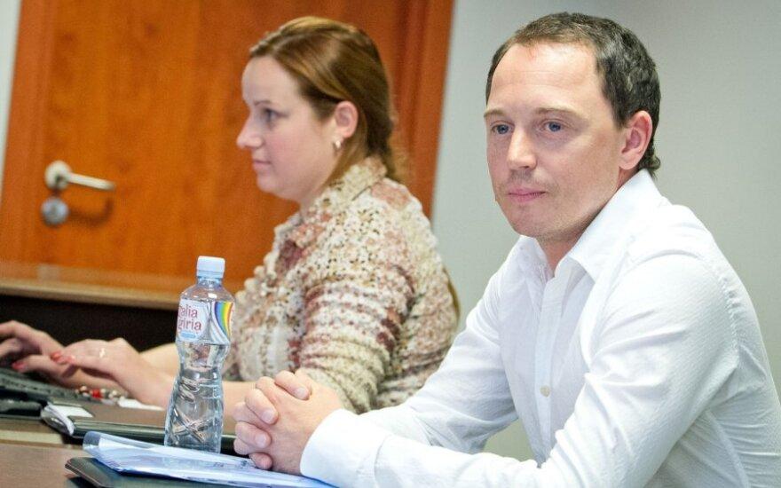 Mino, teisme susitikęs K.Navickaitę-Tiną: ar čia dar ir žiūrėti vienam į kitą reikia?