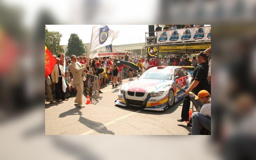 1000 km lenktynių atidarymo paradas Palangoje