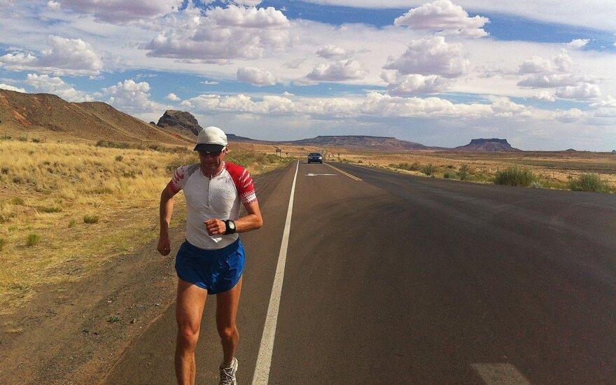Aidas running across New Mexico, USA. Photo Aidas Ardzijauskas archive