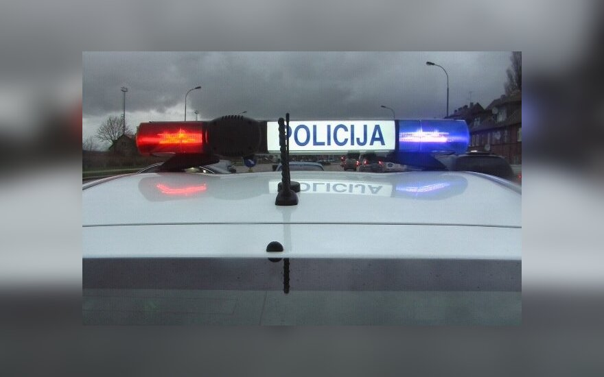 Prie namo laiptinės rastas vyro kūnas su smurto žymėmis