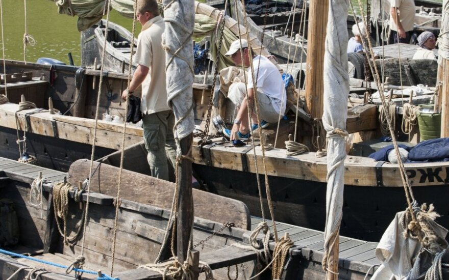 Į Jūros šventę suplaukė senoviniai laivai: nuo luoto iki kurėno
