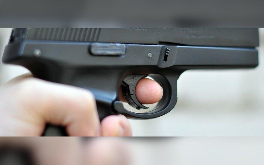 Keturmečiai šauliai: vienas nušovė šerifo įgaliotinio žmoną, kitas sužeidė šešiametį draugą