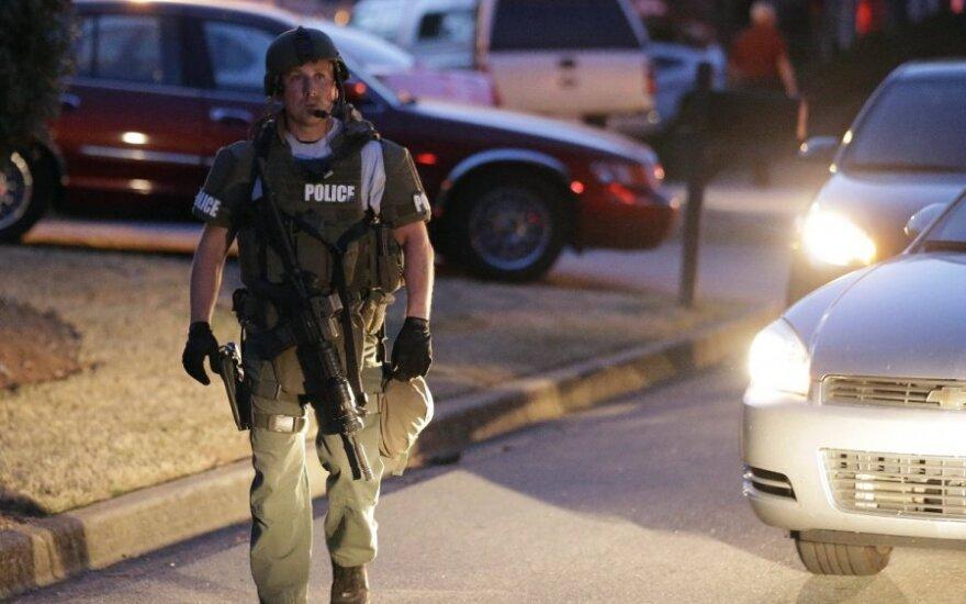 JAV nušautas keturis ugniagesius įkaitais paėmęs užpuolikas