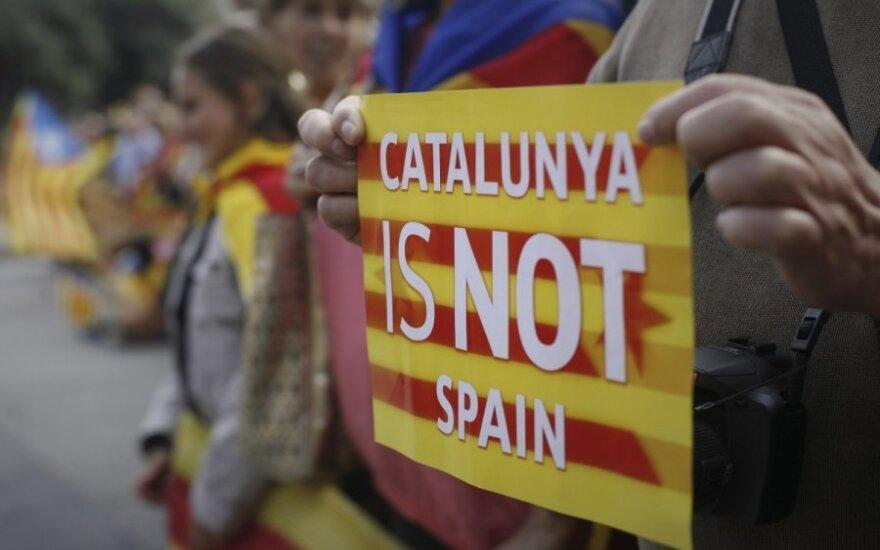 Tarp katalonų separatistinių partijų tvyranti įtampa verčia skelbti pirmalaikius rinkimus
