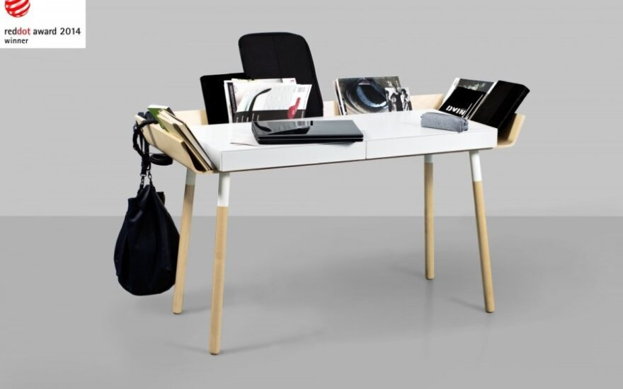 Danijoje studijuojantiems lietuviams rašomasis stalas ir lentyna atnešė sėkmę