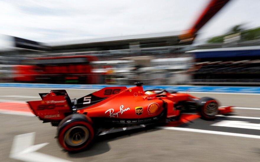 """Košmariška diena Vetteliui ir """"Ferrari"""": vokietis namų trasoje startuos paskutinis"""
