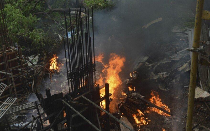 Mumbajuje sudužo lengvasis lėktuvas, žuvo 6 žmonės