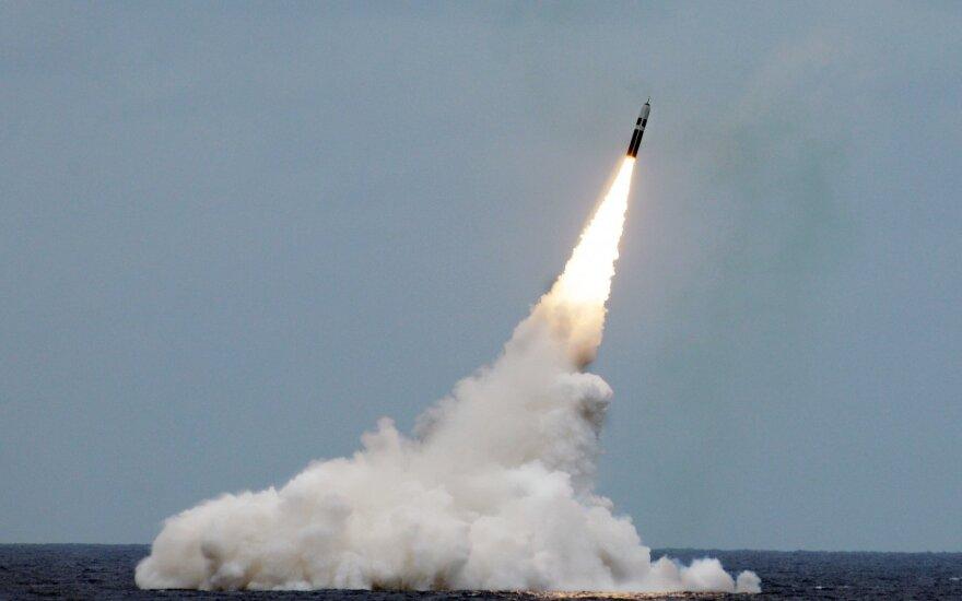 Iranas paskelbė sukūręs naujos kartos balistinę raketą