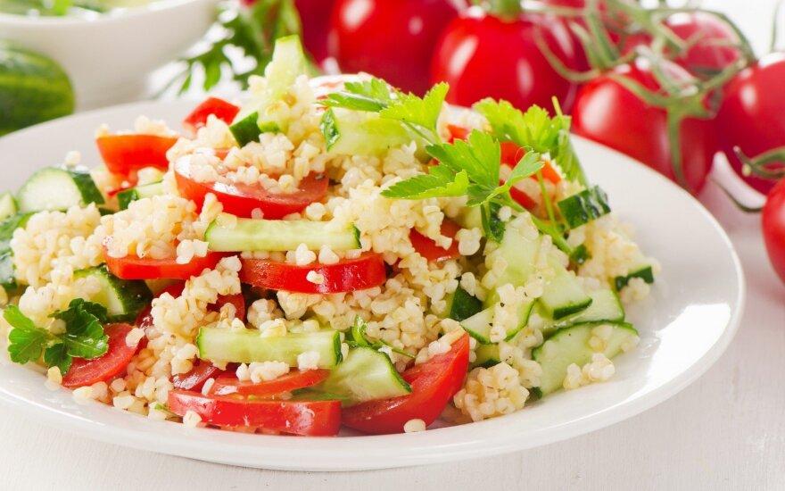 Kruopų ir daržovių salotos
