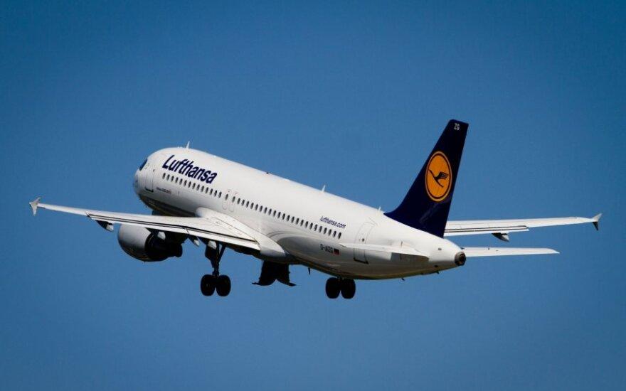 """""""Lufthansa"""" darbuotojai streikuos penktadienį"""