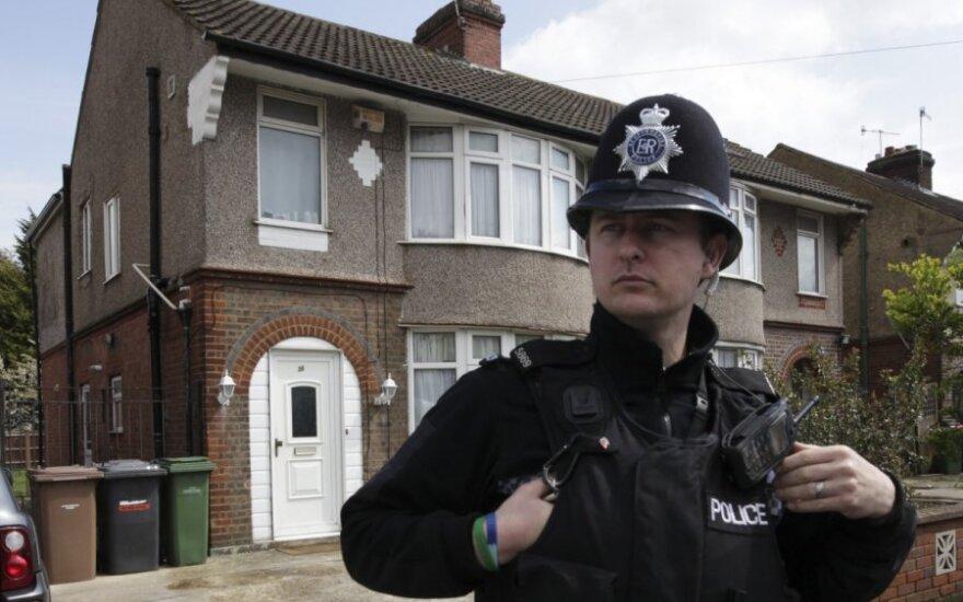 Policininkų kasdienybė – nuo prabangių automobilių iki suplyšusių uniformų
