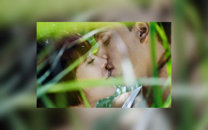 Įsimylėjėlių porelė per pusmetį susituokė 85 kartus