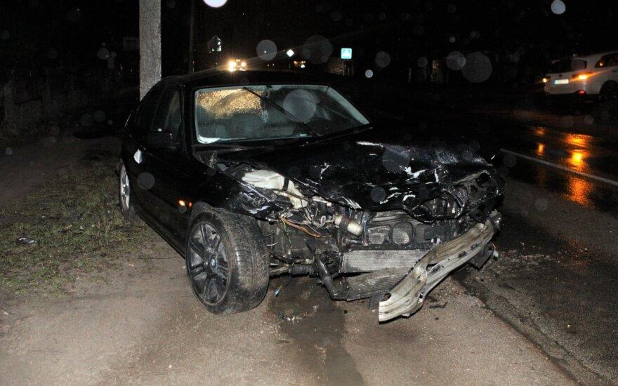 Iš parduotuvės išėjęs vyras rado savo automobilį nublokštą į gatvės vidurį, netoliese – sumaitotas BMW