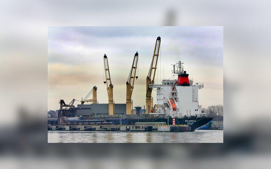 Jūrininkai pyksta dėl nevienodų mokesčių